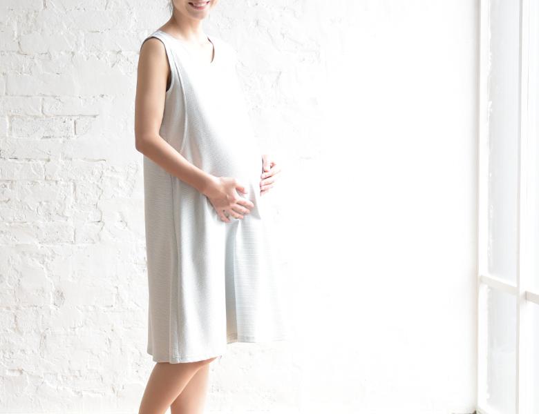 モーハウスのフォーマル授乳服エクラモデル写真2
