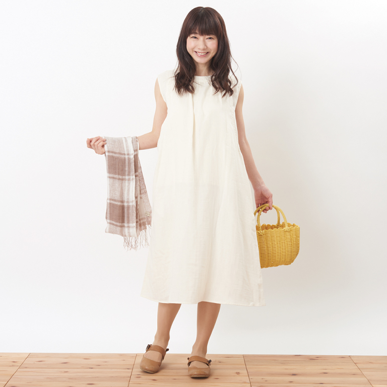 モーハウスの授乳服ふんわりオーガニックワンピモデル写真1