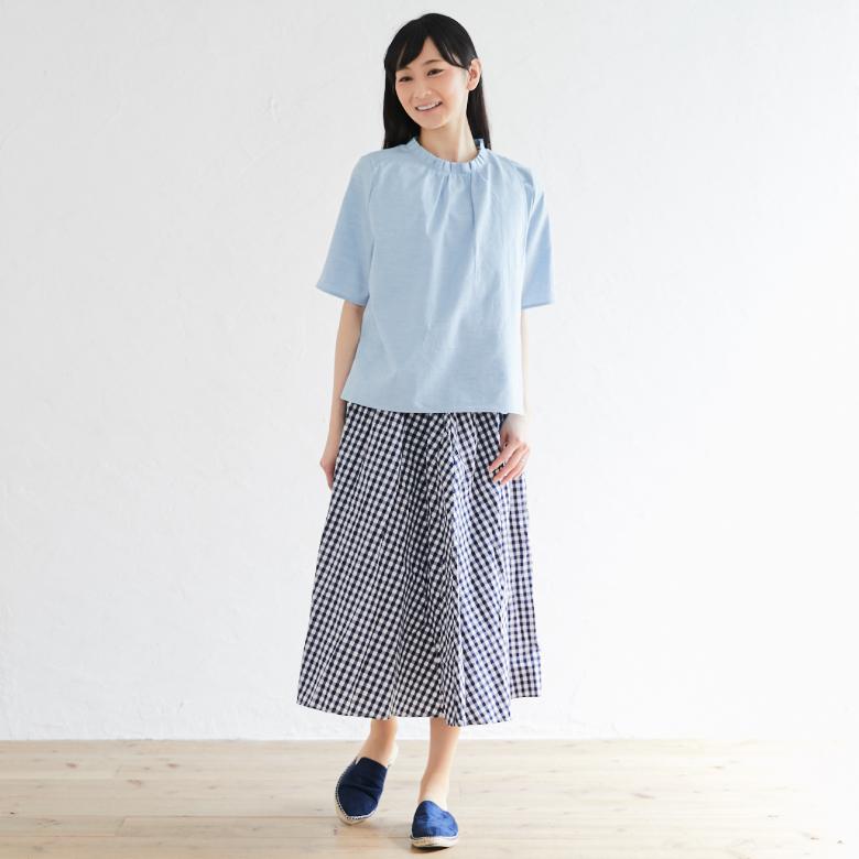 授乳服オーガニックフリルシャツモデル写真1