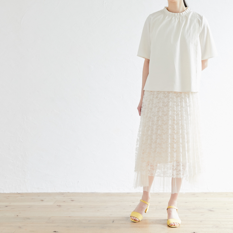 授乳服オーガニックフリルシャツモデル写真2