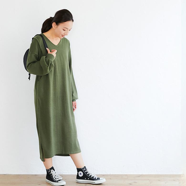 授乳服Vネックニットワンピースモデル写真1