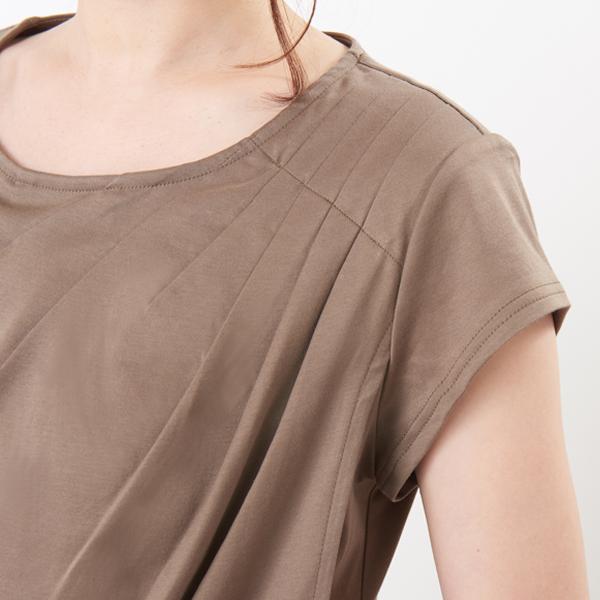授乳服ディテールポイント:流れるようなドレープ