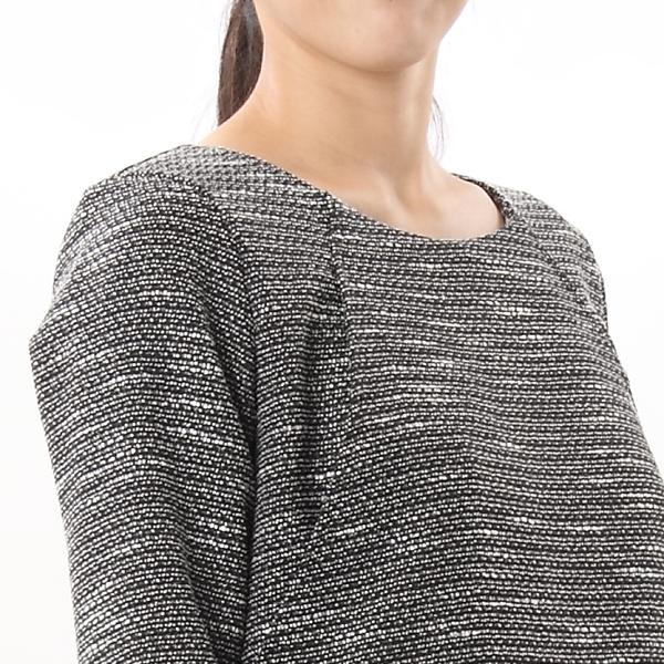 モーハウスのフォーマル授乳服のディテールポイント:女性らしいネックライン