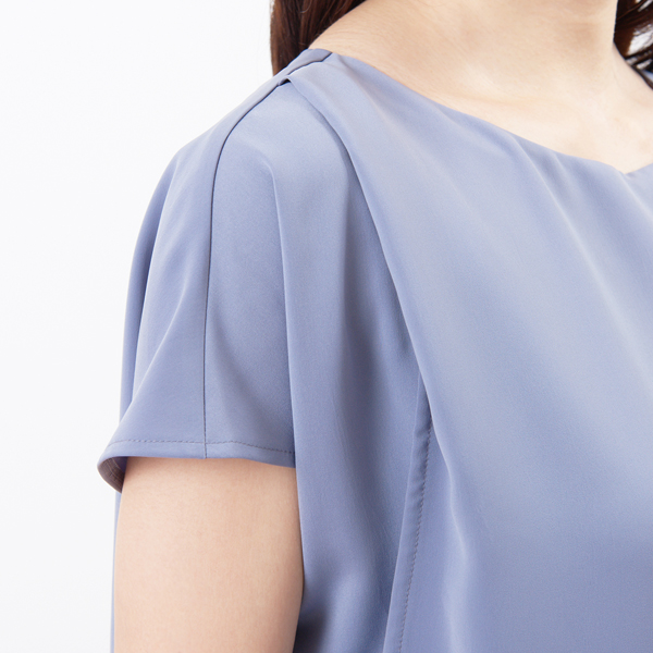 授乳服ディテールポイント:肩のタック