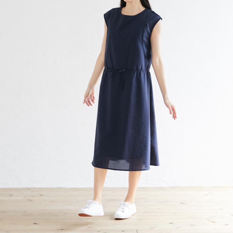 授乳服ウエストマークノースリーブワンピースモデル写真2
