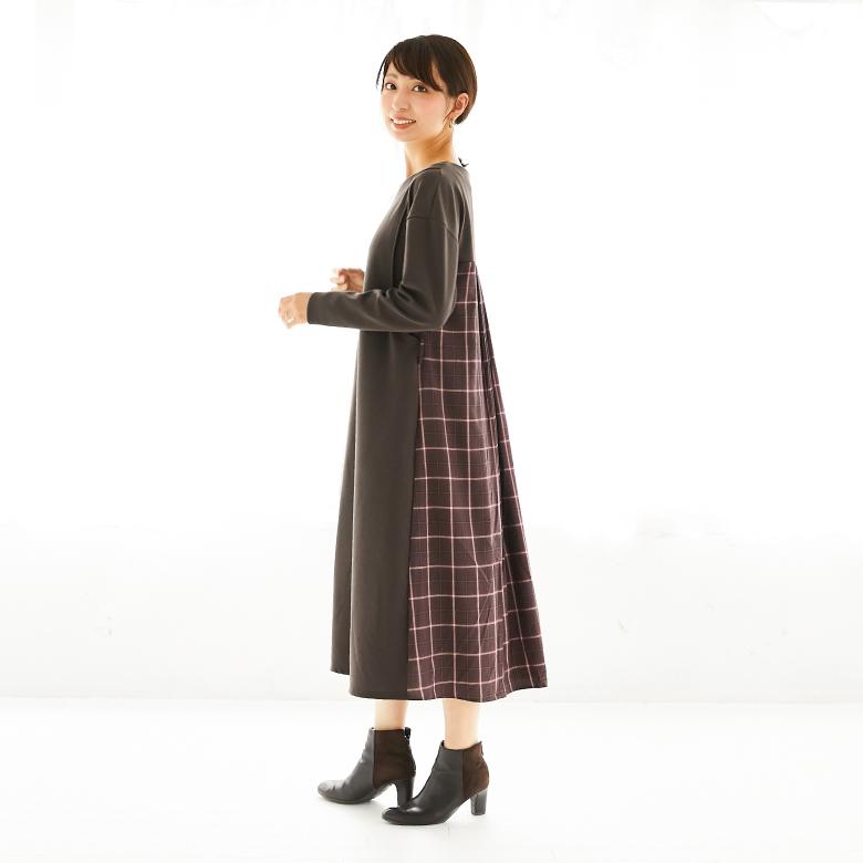 モーハウスの授乳服バックチェックフレアーワンピースモデル写真1