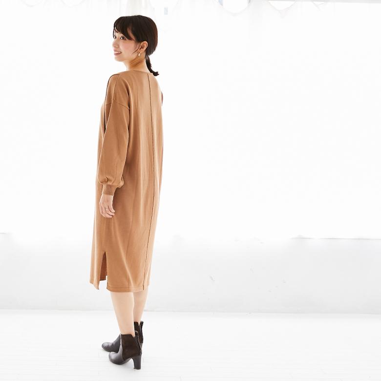 モーハウスの授乳服バックラインニットワンピースモデル写真2