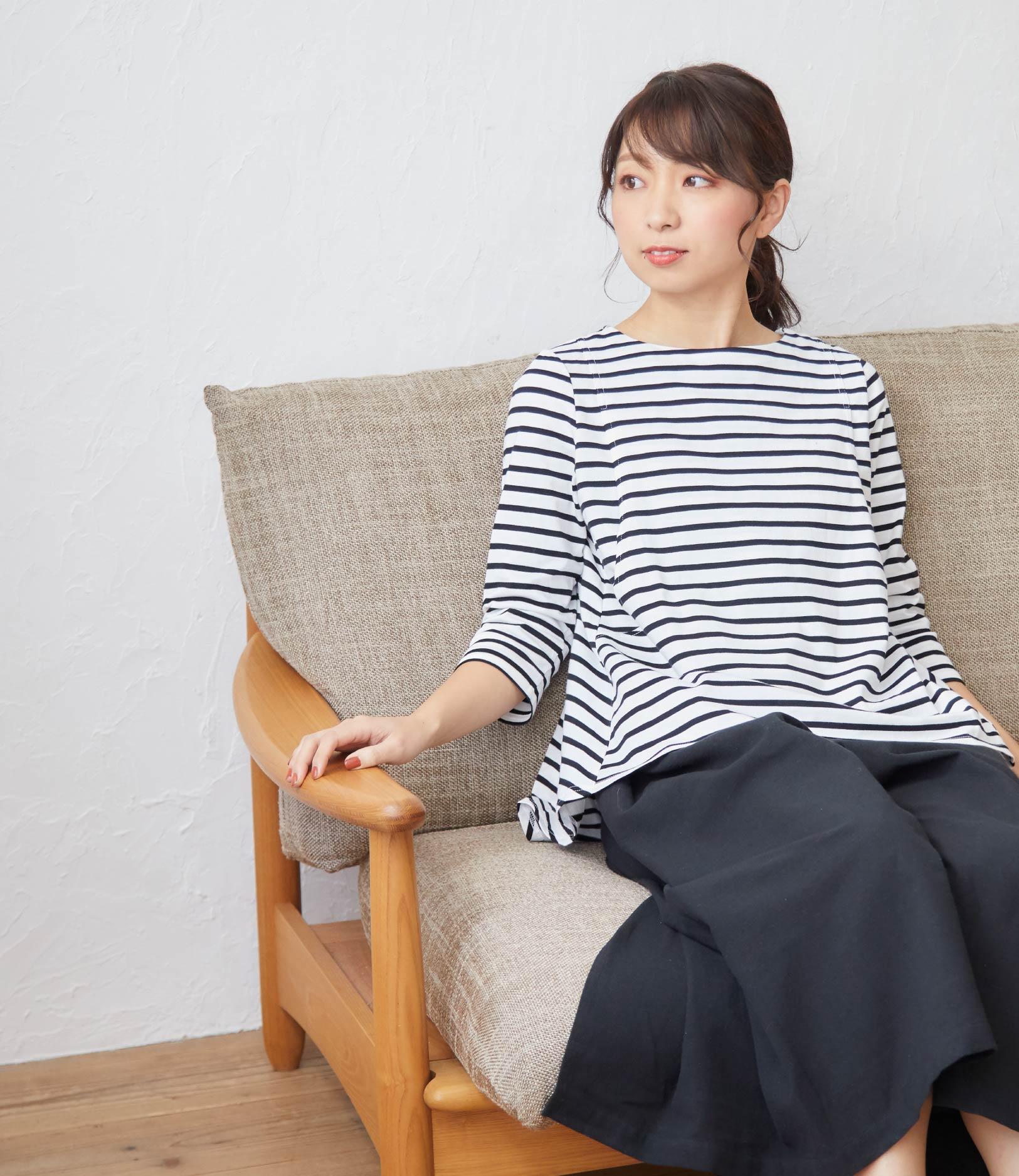 授乳服フレアーカットソーワンピースモデル写真2