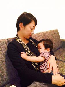 山田メユミさん授乳写真