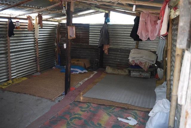 ビニールシートで覆われていた仮設テントが、トタン作りになりました。