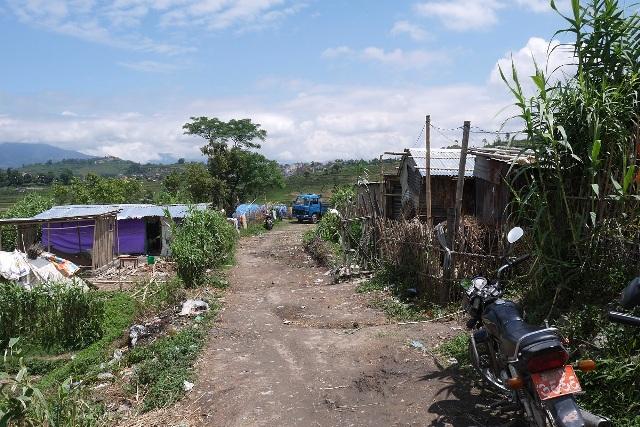 手紡ぎシリーズの糸作りをする村は、農業が主体の村。