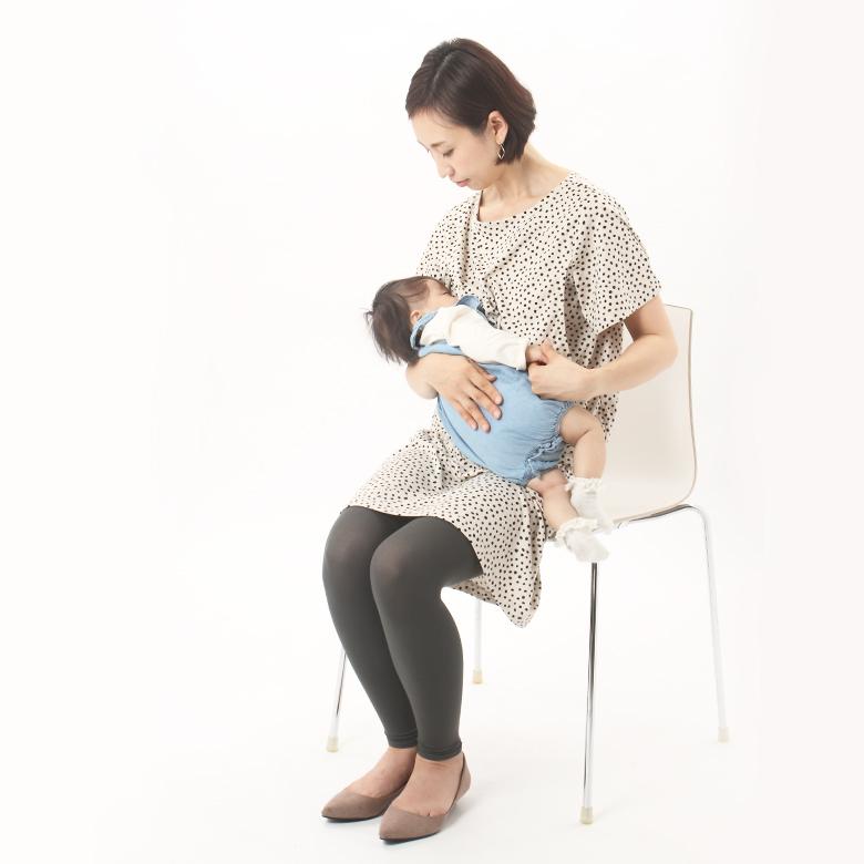 授乳写真:実は授乳中 授乳服ポワス